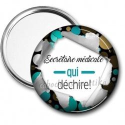 Miroir de poche - secrétaire médicale qui déchire