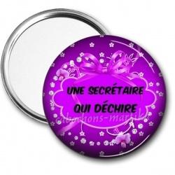 Miroir de poche - une secrétaire qui déchire